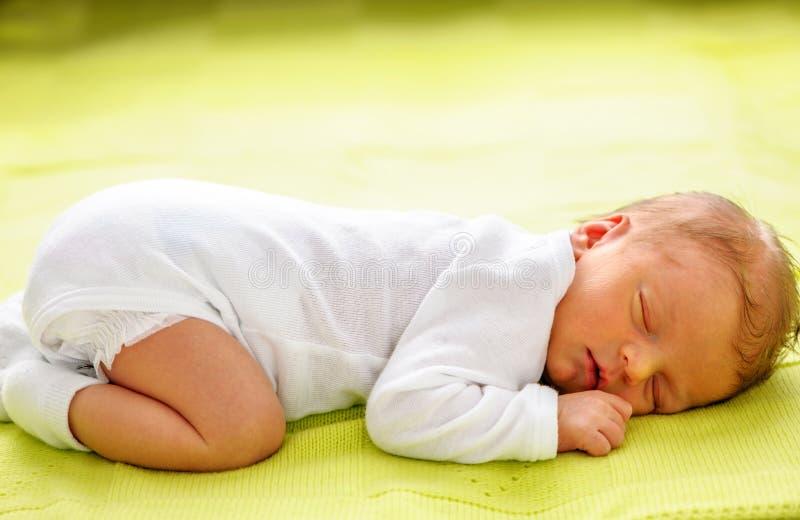 一个星期的新出生的婴孩 免版税库存图片