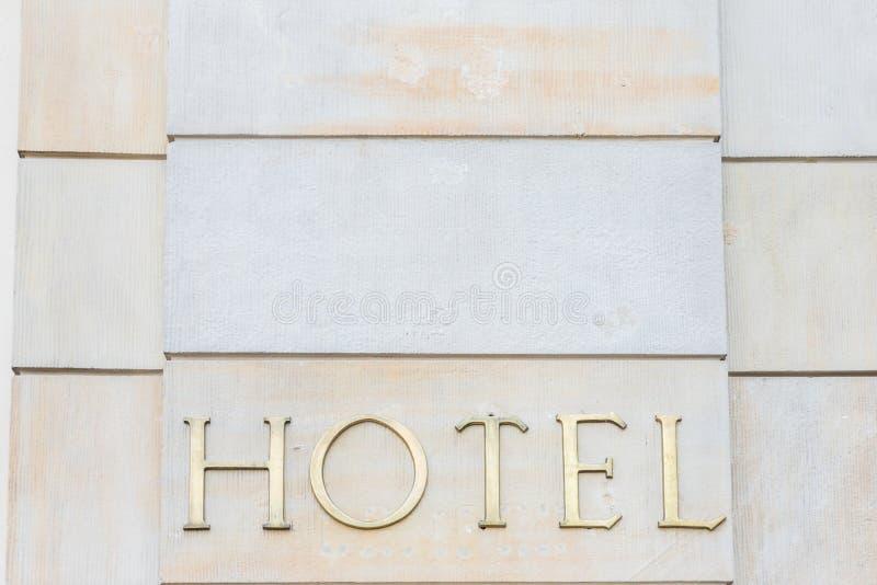 一个普通旅馆标志 免版税库存照片