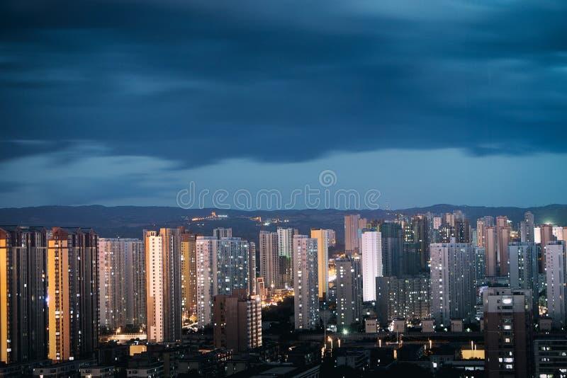 一个有风晚上太原市 免版税库存图片
