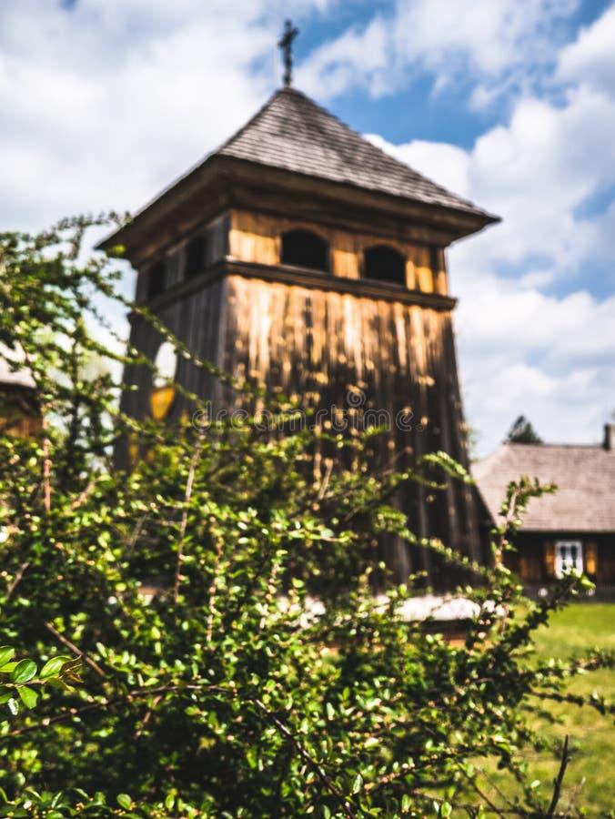 一个木天主教会的钟楼 免版税库存图片