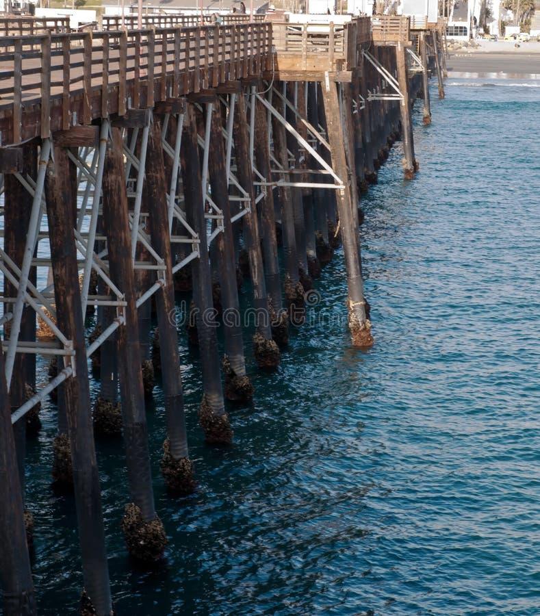 一个木码头和太平洋 免版税库存照片