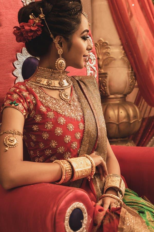 一个未认出的美好的年轻印地安模型 免版税库存图片