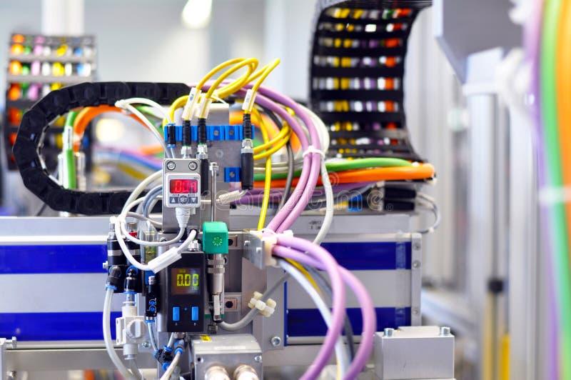 一个机器的细节有气动力学的线的在工业producti 图库摄影