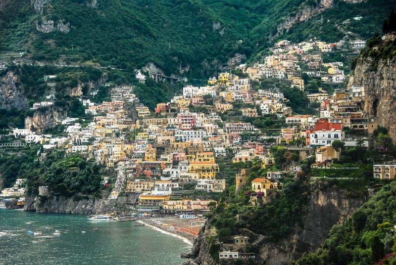 一个村庄的看法沿阿马尔菲海岸的在意大利 免版税库存照片
