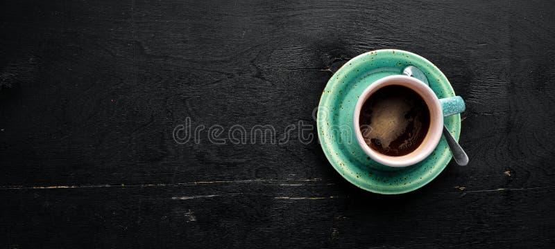 一个杯子在木背景的无奶咖啡 E 免版税库存图片