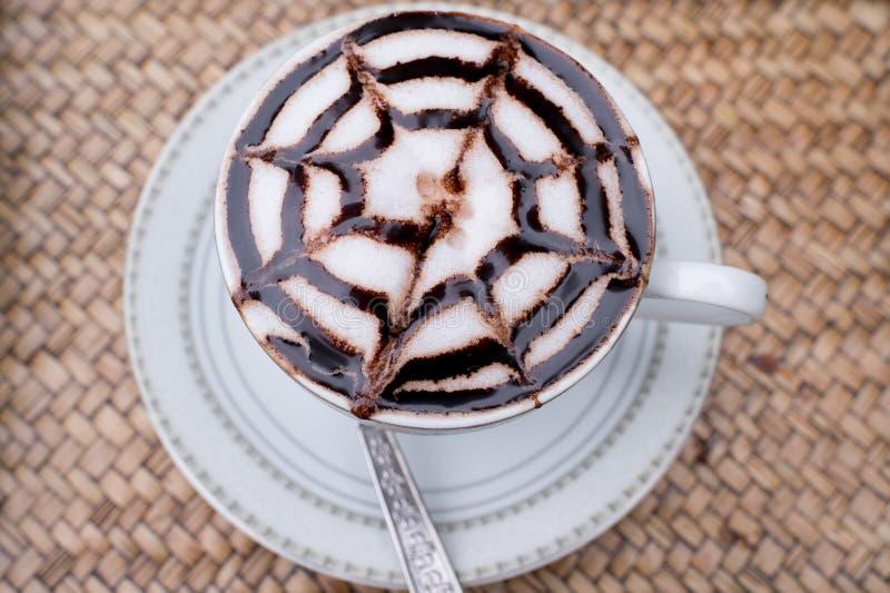 一个杯子拿铁艺术热的咖啡mocca 库存照片