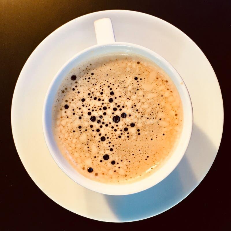 一个杯子浓咖啡 热的咖啡 E 库存图片