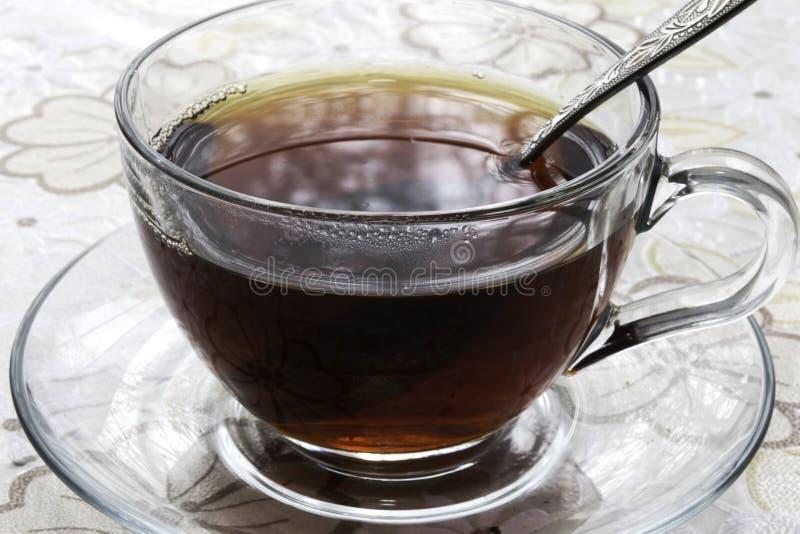 一个杯子红茶在桌上 免版税图库摄影