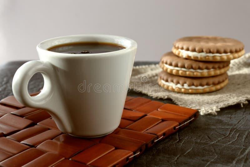 一个杯子芬芳精神充沛的早晨咖啡 图库摄影