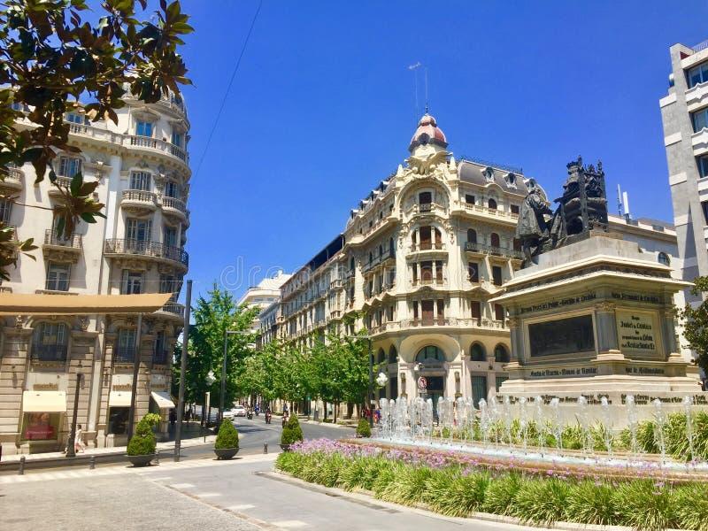 一个正方形在格拉纳达,西班牙在一个热的夏日 库存图片