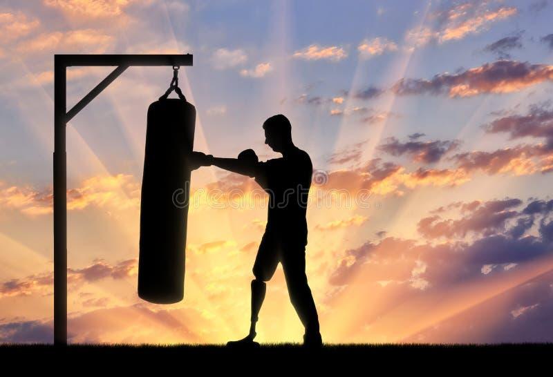 一个残疾人的剪影有腿假肢的,参与拳击 免版税库存照片
