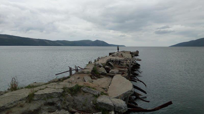 一个残破的码头在鄂霍次克海 图库摄影