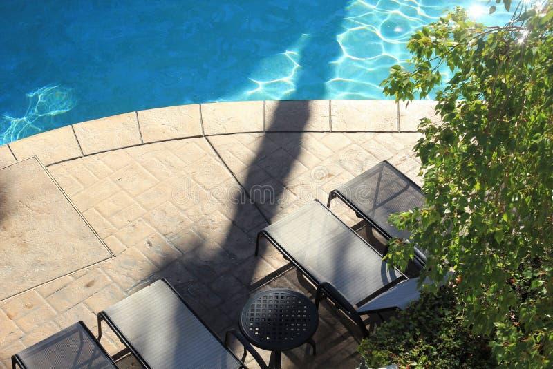 一个水池的弯曲的边缘在手段的 免版税库存照片