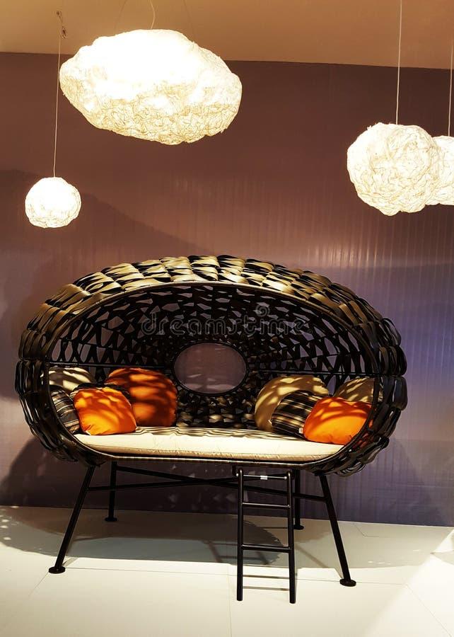 一个沙发在Salone台尔Mobile,米兰 免版税库存照片