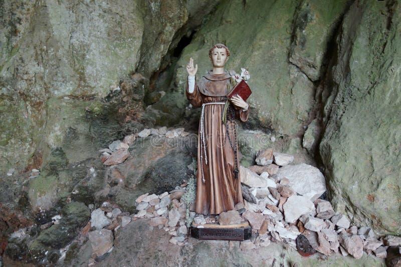 一个洞的圣徒在Rocamadour 免版税图库摄影