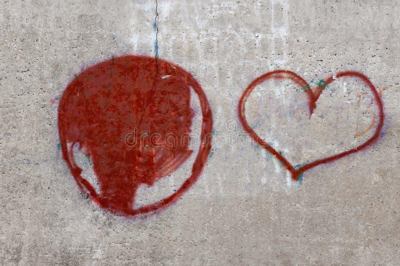 一个混凝土墙的纹理有被绘的心脏的 库存图片