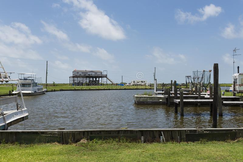 一个港口的看法在查尔斯湖中银行路易斯安那州的 免版税库存照片