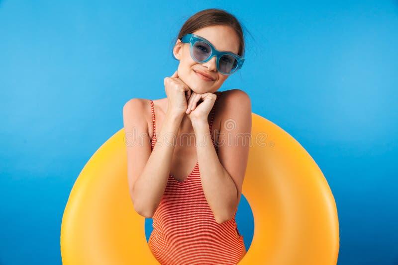 一个满意的女孩的画象泳装的 库存照片