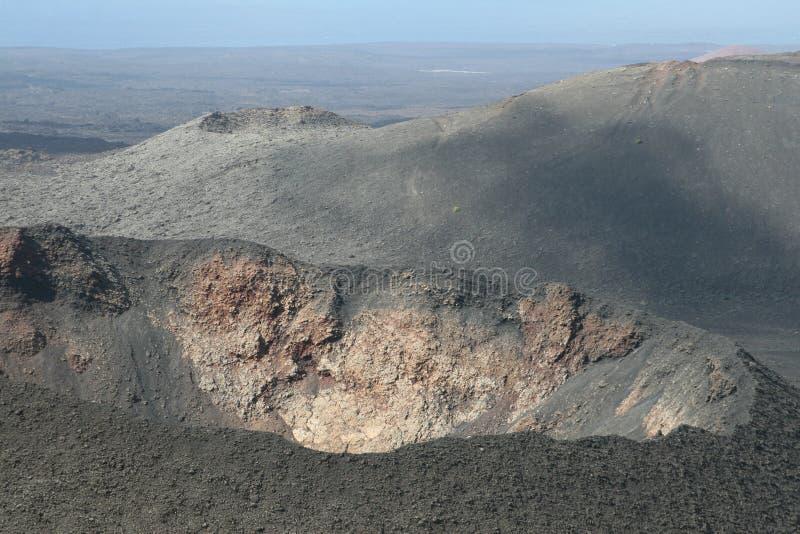 一个火山的火山口在关闭的 免版税库存图片