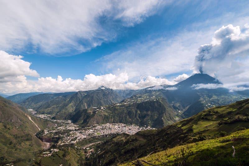 一个火山通古拉瓦火山的爆发在厄瓜多尔 免版税库存照片