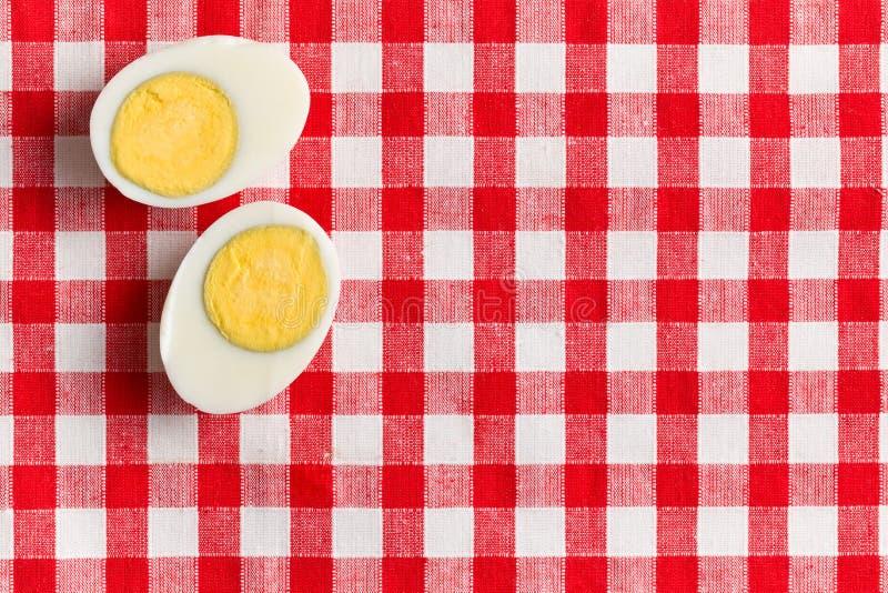 一个煮沸的鸡蛋的二个一半 库存照片
