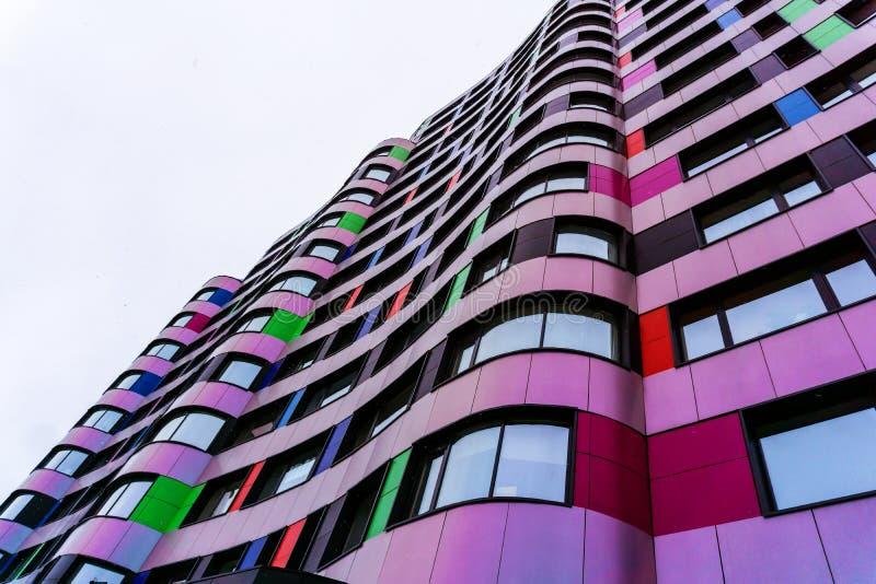 一个现代大厦的五颜六色的门面 库存照片