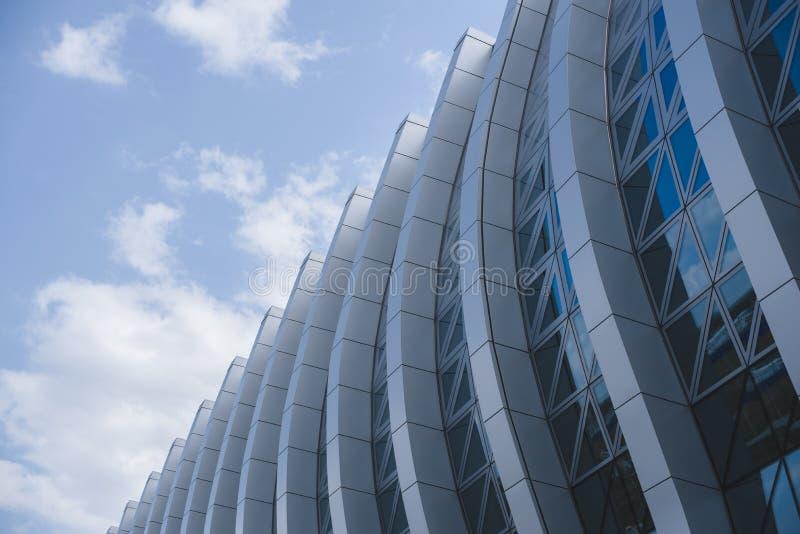 一个现代大厦的片段,玻璃门面,透视图 库存照片