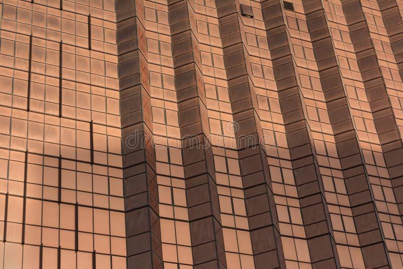 一个现代摩天大楼的门面的特写镜头 现代结构背景 免版税库存照片