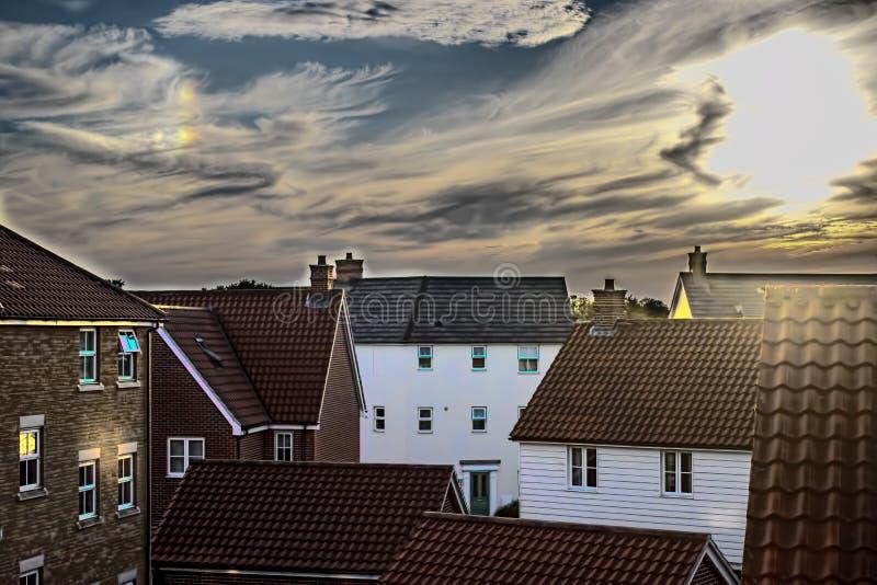 一个现代郊区居住区的软的朦胧图象 免版税库存图片