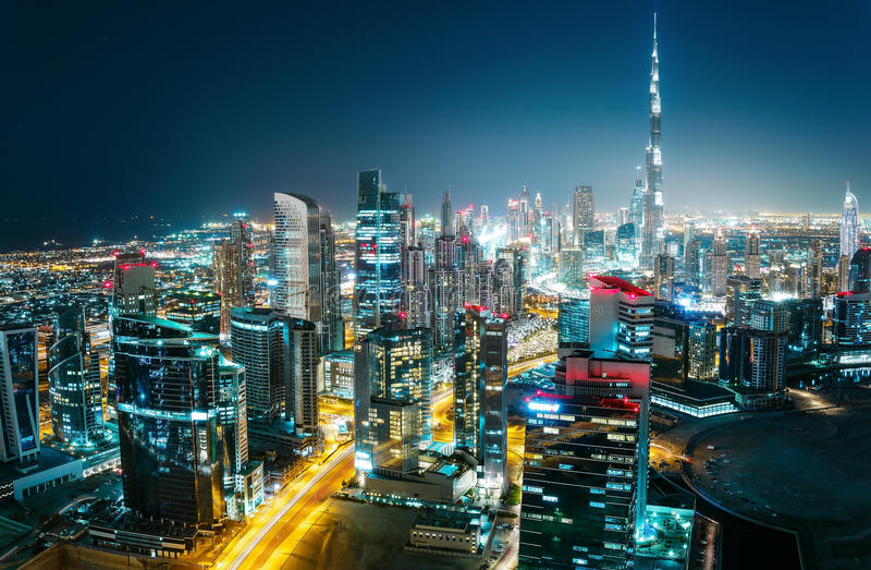 一个现代城市的意想不到的空中都市风景在晚上 迪拜,阿拉伯联合酋长国 美好的旅行背景 免版税库存图片