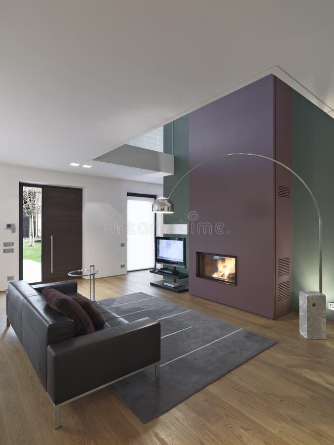 一个现代客厅的内部看法 免版税库存照片
