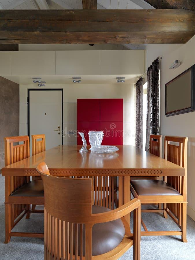 一个现代客厅的内部看法 免版税库存图片