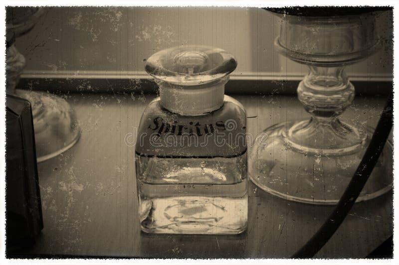一个瓶的葡萄酒照片有题字的Spiritus 免版税库存图片
