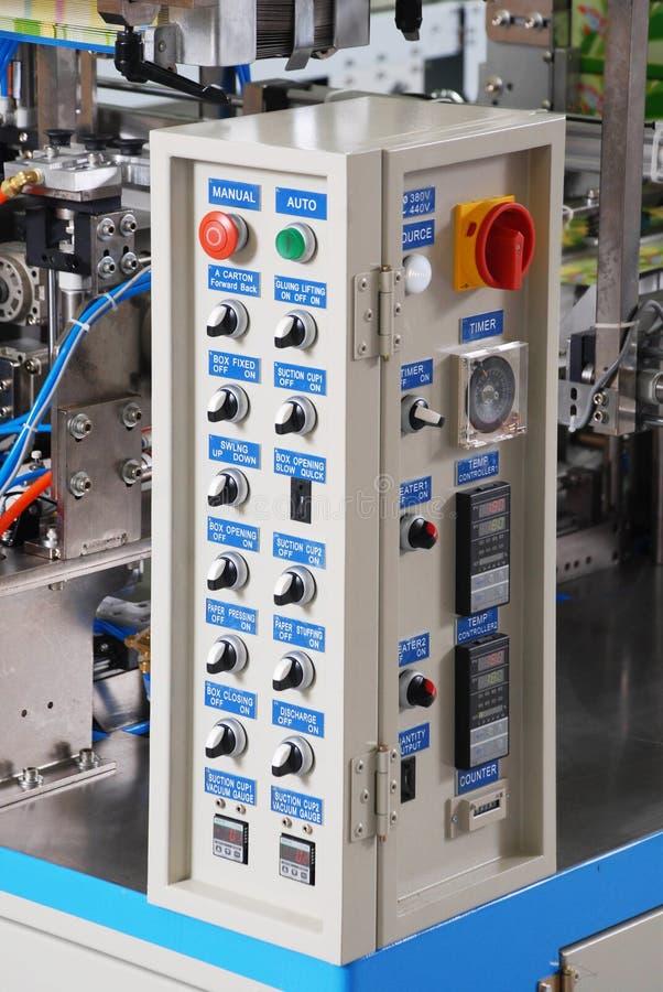 一个电子互换机内阁的控制板 免版税库存照片