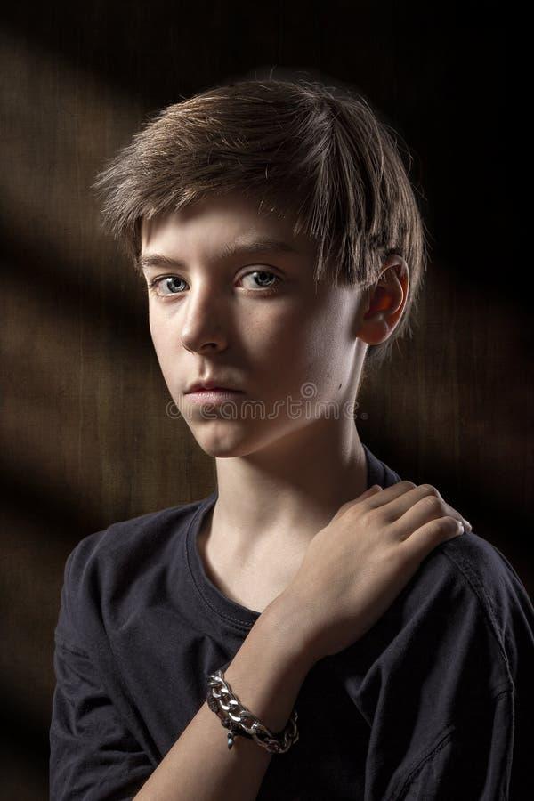 一个男性少年的画象 免版税库存照片