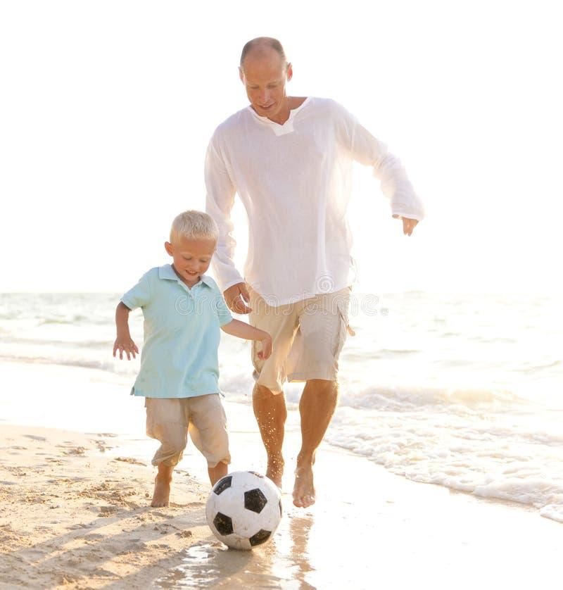 一个白种人家庭享受暑假 图库摄影