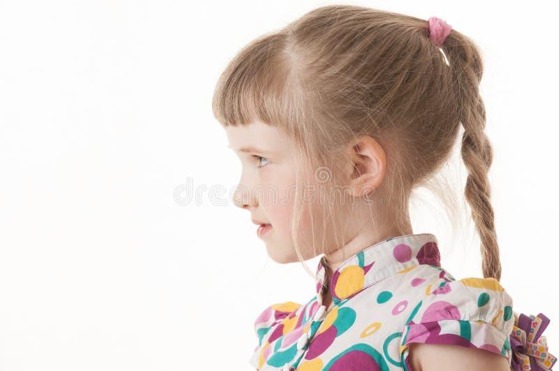 一个相当小女孩的画象白色背景的 库存照片