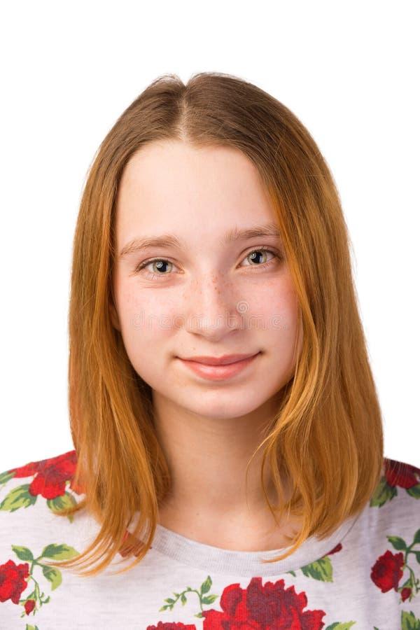 一个相当年轻微笑的红头发人女孩的画象 库存图片
