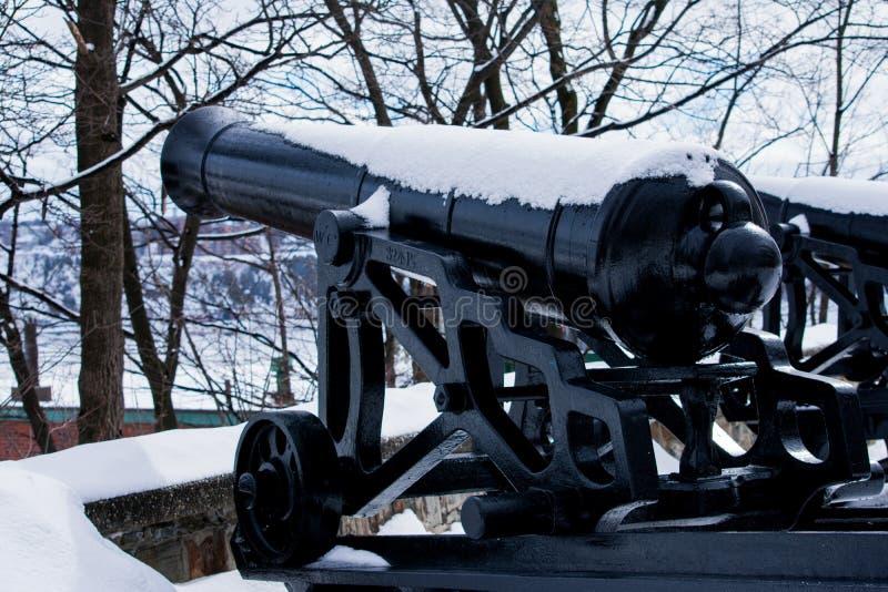 一个看法从一门老大炮的后面在魁北克市 库存照片