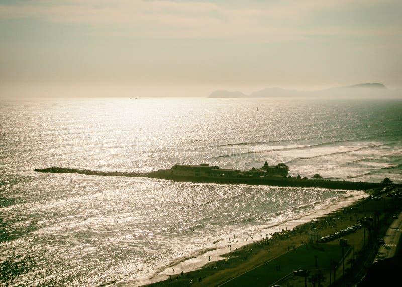 一个码头的金黄背景在日落的 夏令时感觉 库存图片