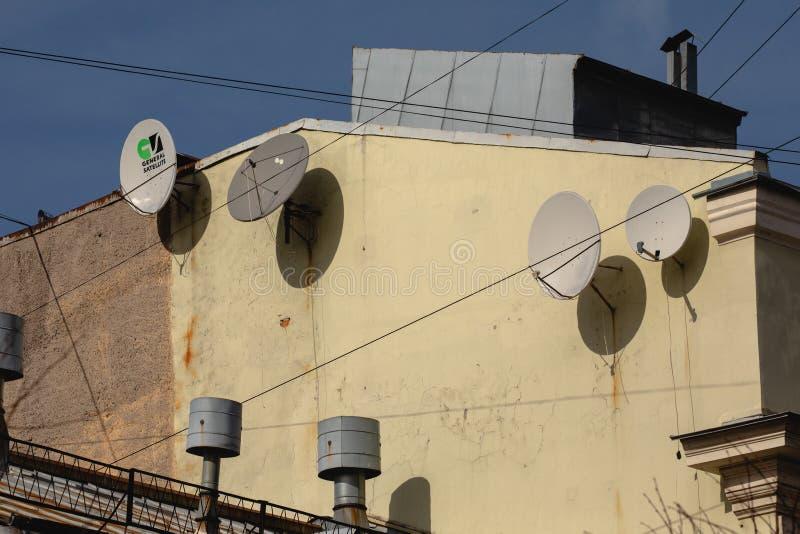 一个砖房子的片段有卫星天线的 免版税图库摄影