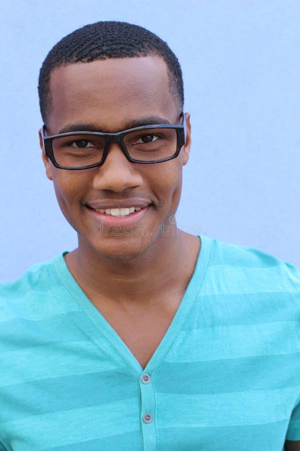一个确信和成功的非裔美国人的年轻男性 免版税库存照片