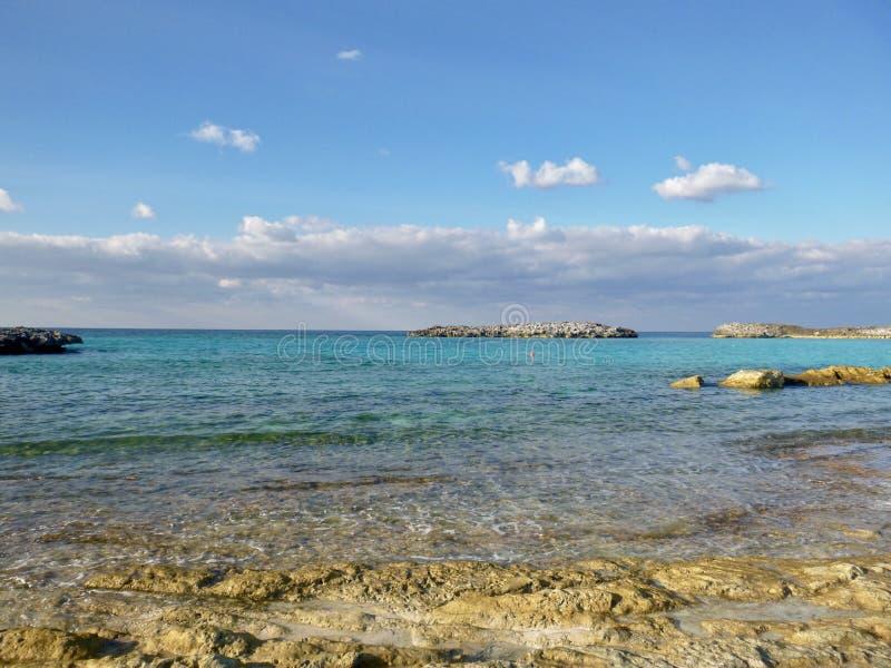 一个私有海岛的五颜六色的海 免版税库存照片
