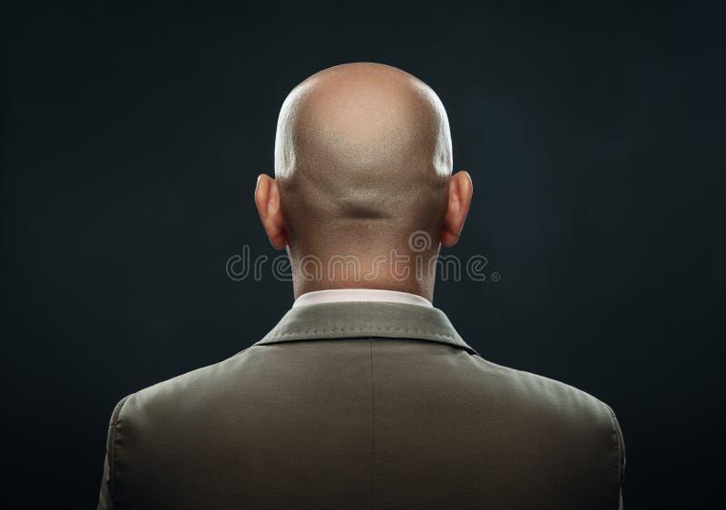 一个秃头人的后面衣服的 免版税库存照片