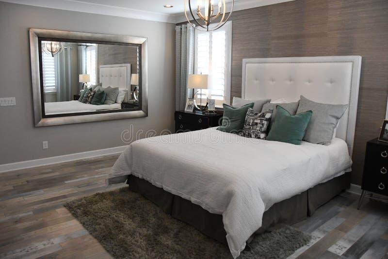 一个经典家的新的现代卧室在亚利桑那 库存图片