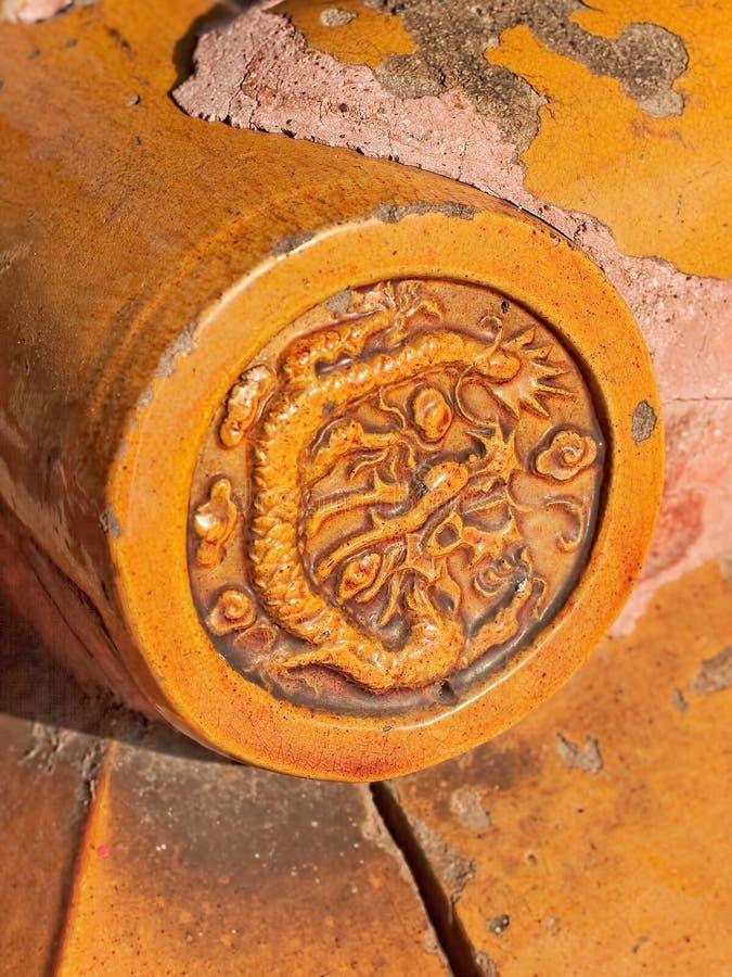 一个给上釉的对象的细节与龙的,喇嘛寺庙,北京,中国 免版税图库摄影