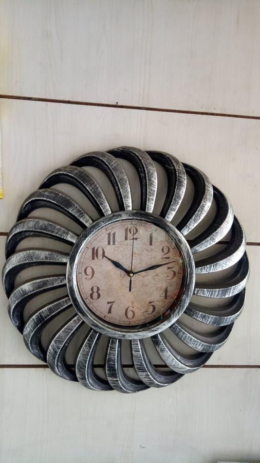 一个美丽的古色古香的样式时钟 免版税库存照片