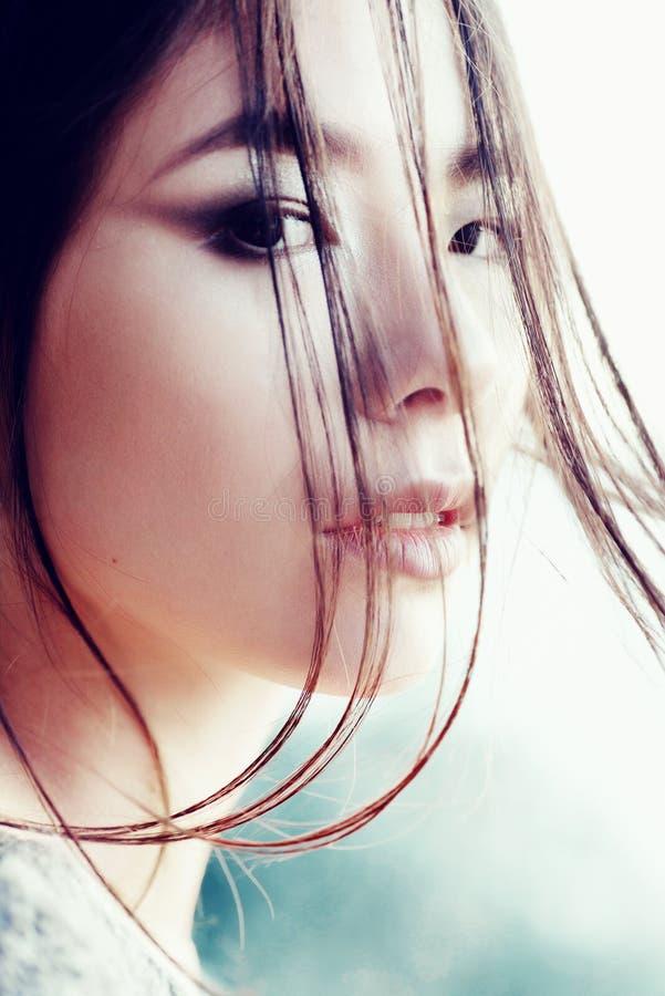 一个美丽的女孩亚洲出现,特写镜头的画象,户外 免版税库存图片