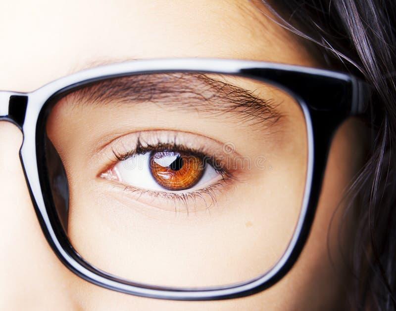 一个美丽的女孩佩带的玻璃的图象 免版税库存图片