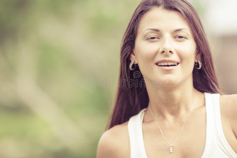 一个美丽的女孩的纵向 库存照片